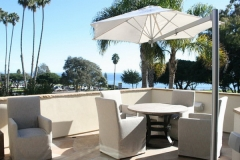 Outdoor-Round-Patio-Dining-Set-With-Cantilever-Umbrella