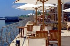 Restaurant-Patio-Umbrella-Decorating-Ideas